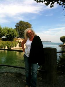Ute im Sonnenschein am Bodensee in Konstanz