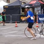 Dedel beim Wechseln vom Rad zum Laufen