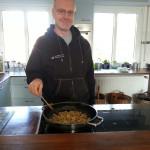 @guggat beim Zwiebeln rösten... Dezember 2012