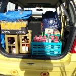 Blick in den Kofferraum, Getränkekisten, Waschmittel kistenweise
