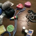 Wolle, Strickliesel, Nadeln, Perlen, Lust am Basteln