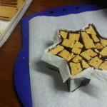 In der Größe passen Keksstücke besser, gefüllt mit Eierlikör und Vanille-Schoko kleinste Form - Kalter Hund dreistöckig