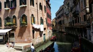 2014-05-21 Venedig Gasse und Wasser