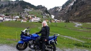 Ute mit Banditin (Suzuki) am Arlberg 9. Mai 2014