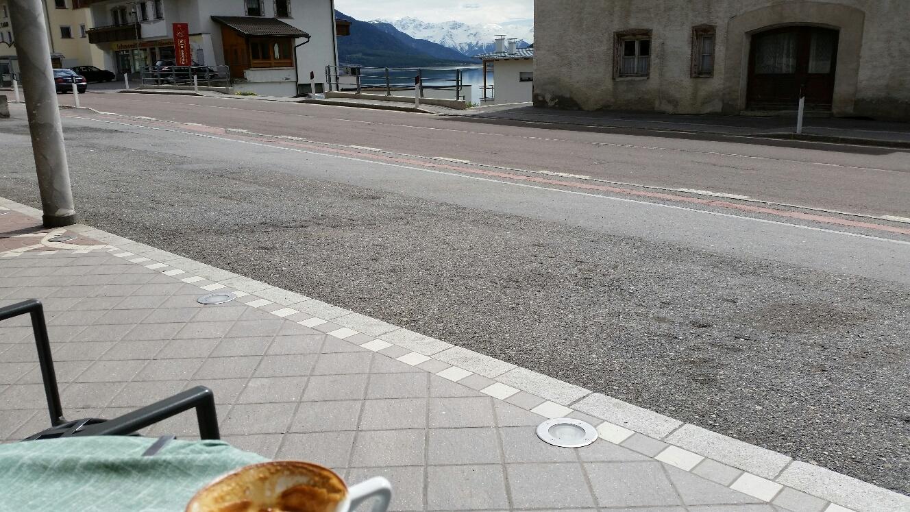 Kaffeepause mit Blick auf den Reschensee Mai 2014