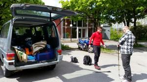 Rüdiger und Roland starten ihre Wanderung