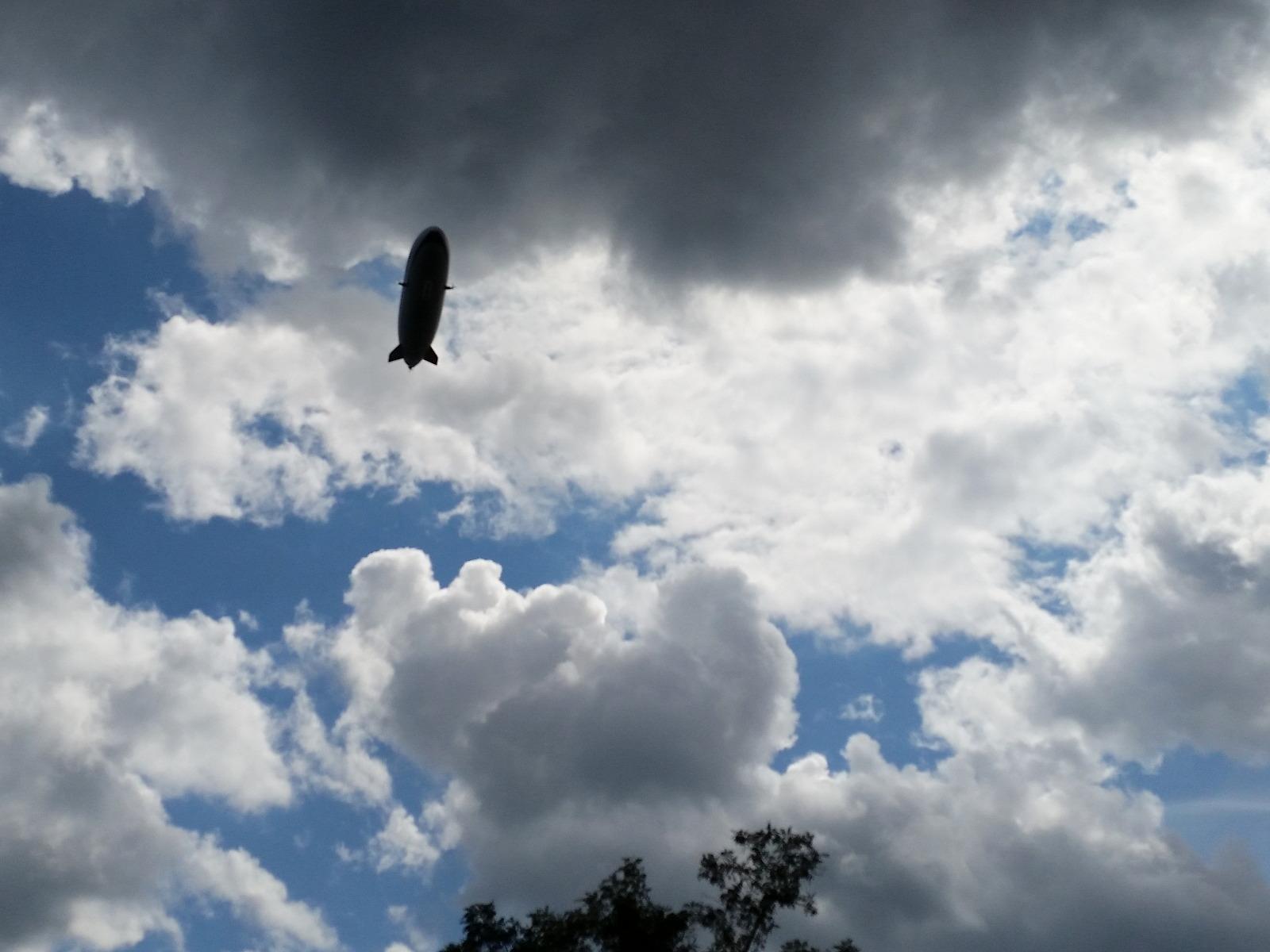 Zeppelin - Riesenzigarre am Himmel in Konstanz