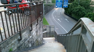 Treppe zu - ( (S) guardo Lugano Zeitungsunterführung Rüdiger, Roland und Graffiti - sottopassaggio pedonale di Besso a Lugano