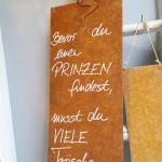 Metallschild mit Frosch - Bevor du den Prinzen findest, musst du viele Frösche küssen