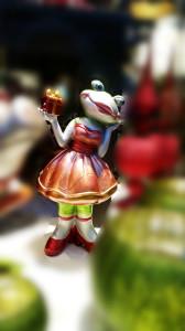Ballerinafroschmädchen mit Geschenk