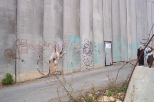 """Die Mauer in Bethlehem, Palästina, """"EXIT"""" ein gemalter Ausgang, als Hoffnungsschimmer"""