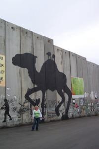 Die Mauer in Bethlehem, Palästina, ich bin 159 cm groß, die Mauer ist riesig