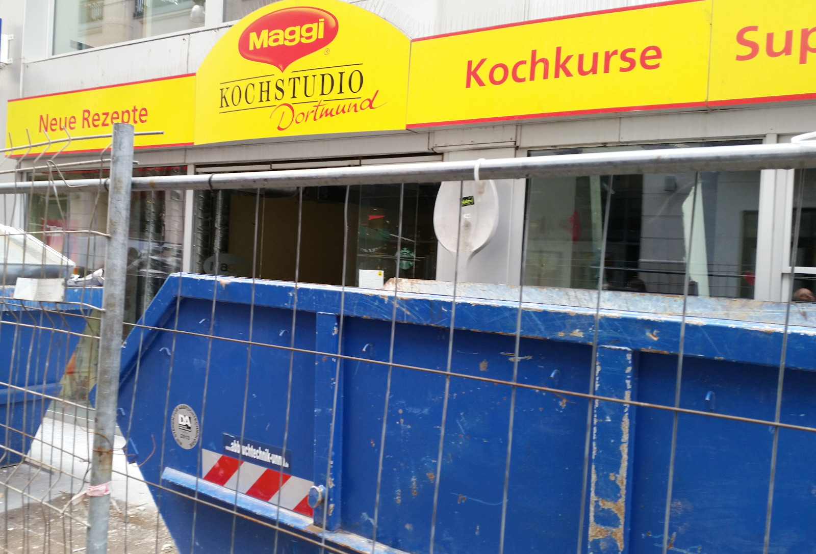 Kochkurse? Also Kochkurse gab es mal im Maggi-Kochstudio in Dortmund, Westfalen, Maggi-Fertiggericht-Kochkurse...