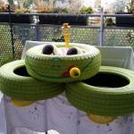 schon mal stellen, wie es später aussehen soll - Gartendeko Reifenfrosch bepflanzt