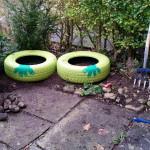 untere Reifen als Grundlage - Gartendeko Reifenfrosch bepflanzt