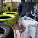 erste Runde Reifen malen - Gartendeko Reifenfrosch bepflanzt