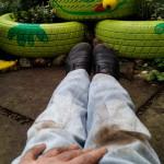 Arbeiten mit dem ganzen Körper - Gartendeko Reifenfrosch bepflanzt