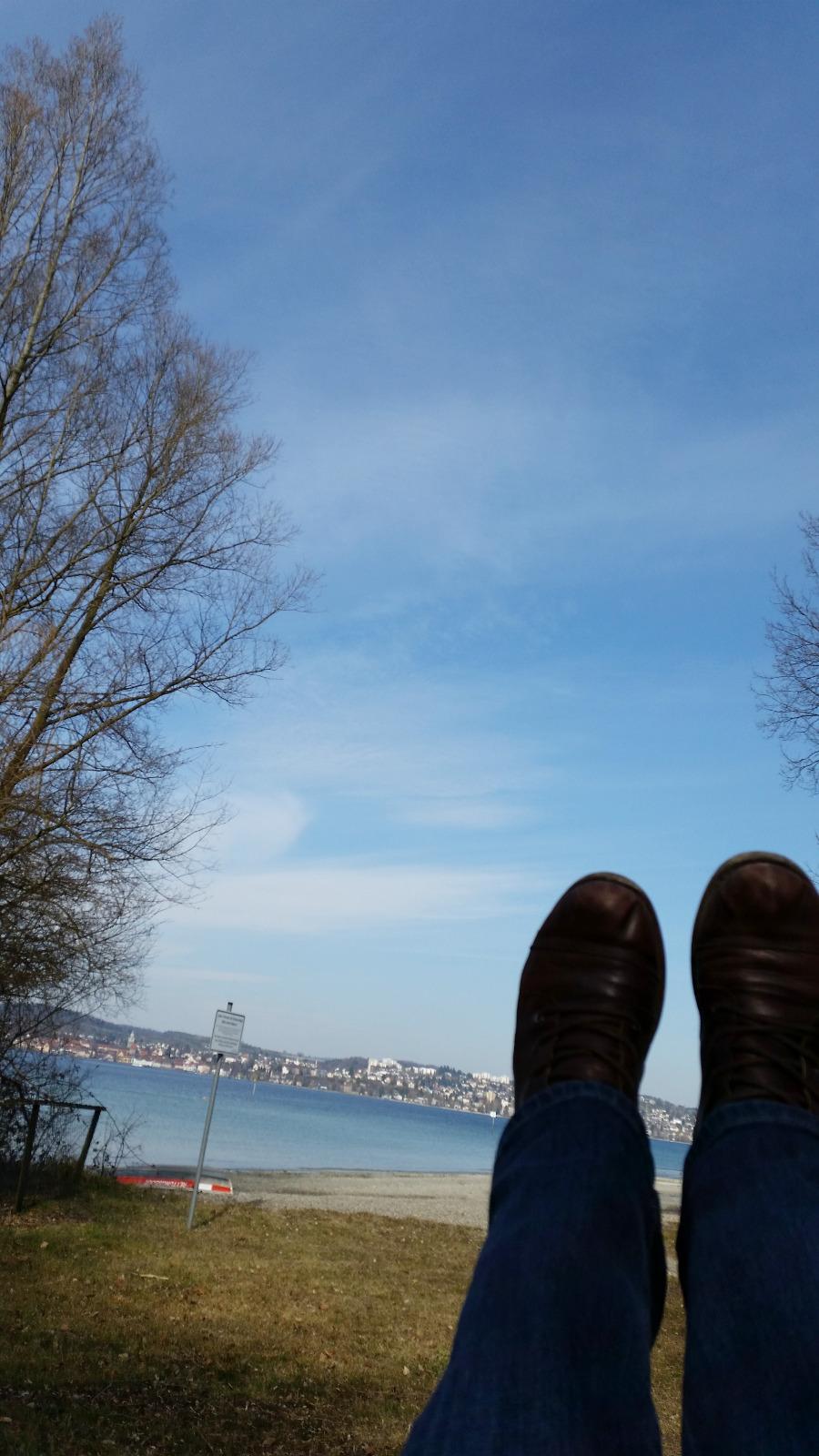 Ich geh schaukeln. Bestenfalls schaukeln mit Blick auf den See.