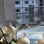 Vom Wohnzimmer aus, Blick auf den Balkon - Kleiner Schneeelefant auf dem Balkon in Konstanz - #Schnee