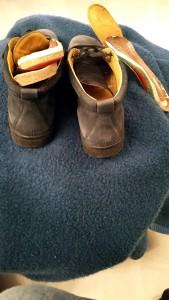 Sommereinlagen, also keine ganz Sohle, links für die zu großen Schuhe mit Originalsohle ergänzt, rechts nur mit dünner Ledersohle