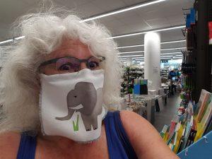 """Masken nähen, hier Modell """"Vorhang"""" leichter, lockerer auch bei Atemproblemen nutzbar - Mauldäschle nähen, utele.eu"""