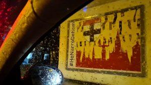 Regen an #Aschermittwoch erinnert auch nach #HonarroDehom als Logo, Fahne oder Plakat. Motiv mit Silhouette und Wappen der Stadt #Konstanz, dazu #badische Farben und Narrenbändel