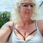 Selfie mit Top und Deko-BH-Träger